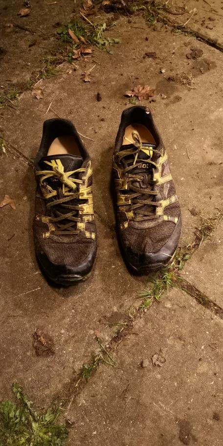 Disse sko er glemt ved løbet i Bjerre. Henvendelse til Peer Straarup, peer@fam-straarup.dk.